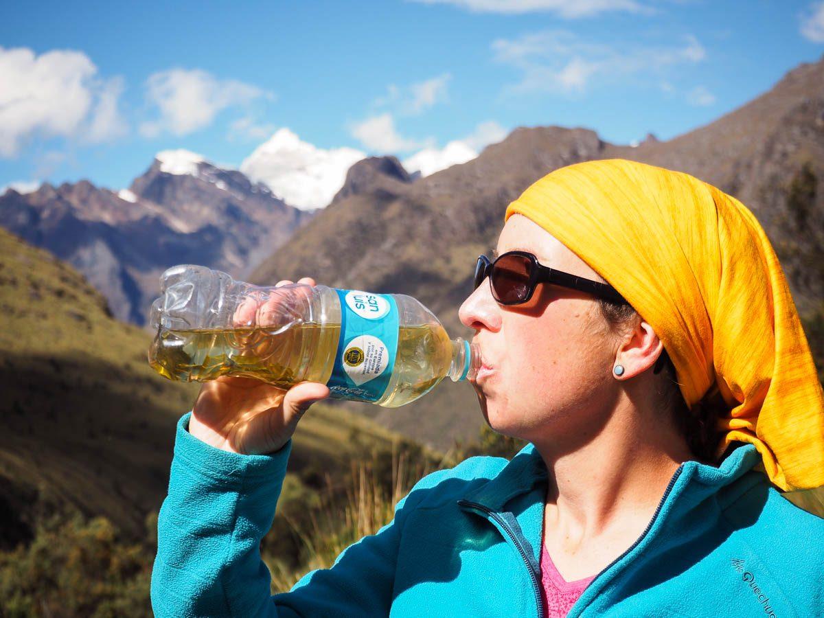 Boire du maté de coca pour prévenir du saroche, le mal de l'al