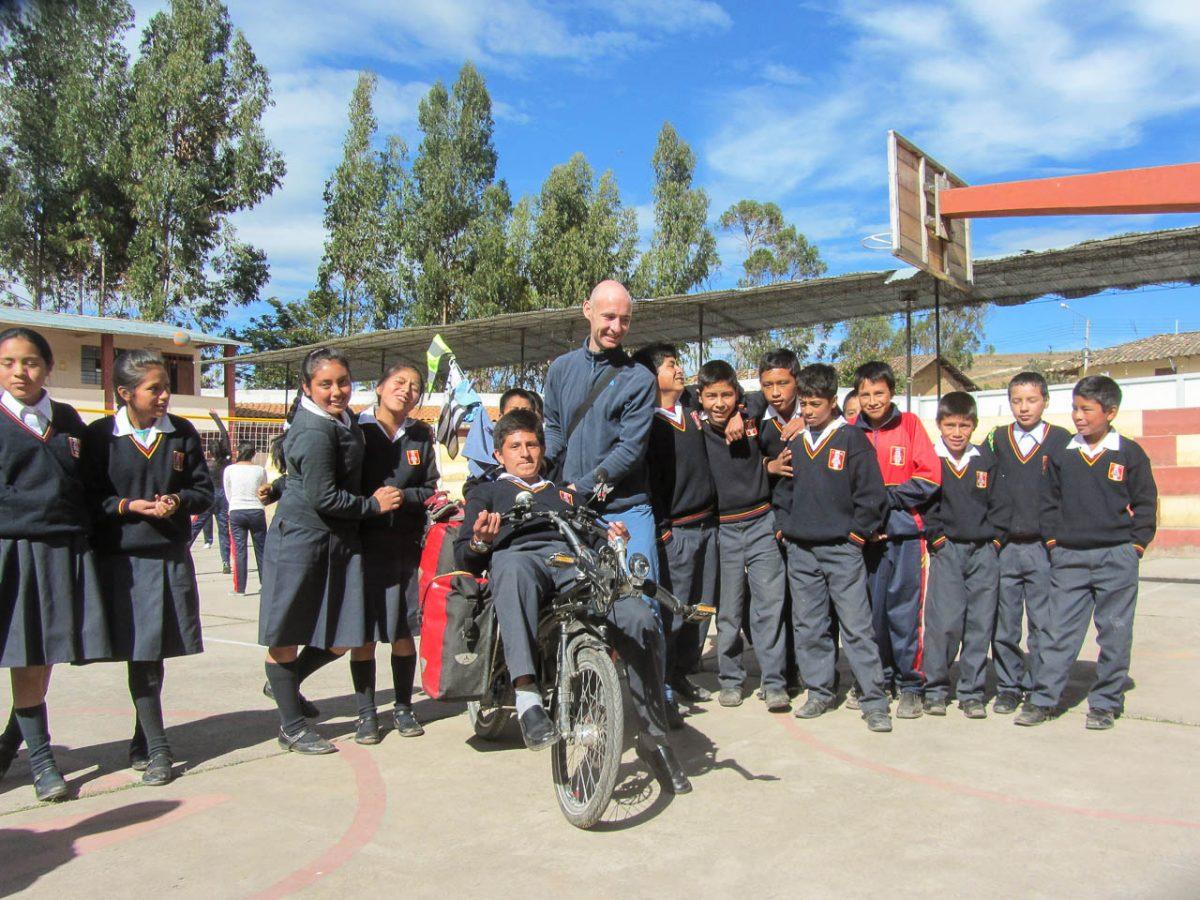 Les élèves essaient les vélos !